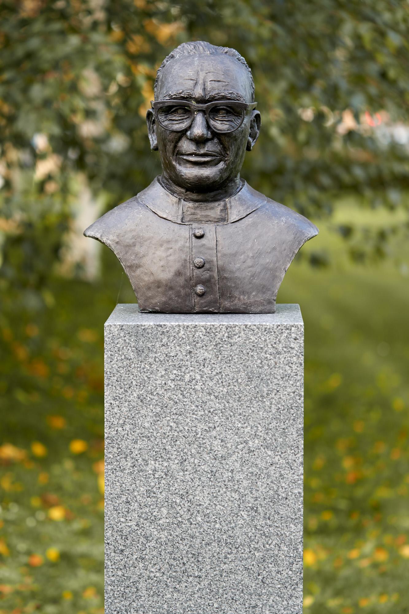 monsignor-Oscar-A.-Romero-Y-Galdamez-1